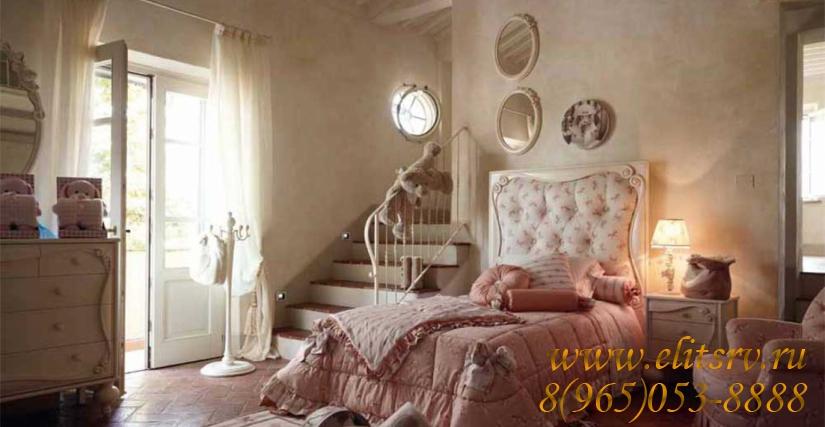 Детская комната от итальянского производителя VOLPI, коллекция SOGNI E AMORE. Итальянская детская комната выполнена в классическом стиле из массива дерева. Композиция включает в себя: детскую односпальную кровать с высокой стёганой спинкой, украшенной рез