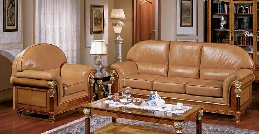 Кресло кожаное 150. Размеры: 110x90x105h cm. 3-х местный диван кожаный 153. Размеры: 230x90x105h cm. Курительный столик прямоугольный 155. Размеры: 135x75x47h cm.