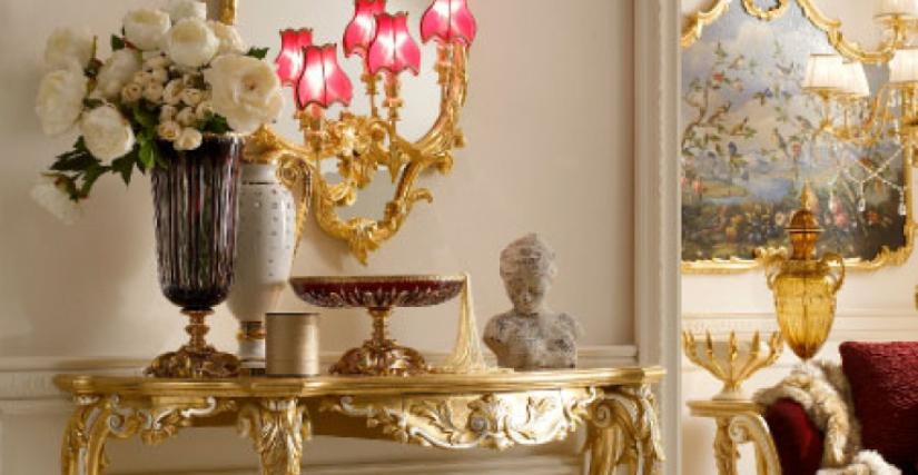 • 3025 Консоль с ящиком (L08) cm. 141 x 60 x 97 h. • 1147 /DX зеркало (сусальное золото 23 Kt) cm. 65 x 25 x 140 h.