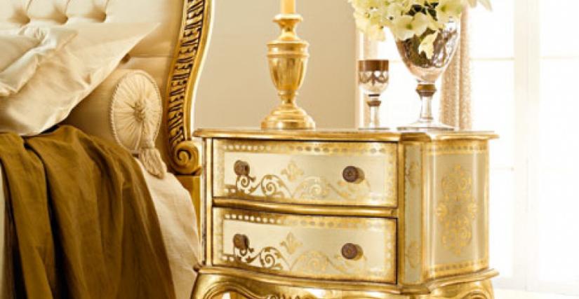 • 212/G прикроватный столик (L01) cm. 60 x 30 x 60 h. • 923/P настольная лампа с абажуром (L04) cm. ø 25 x 40 h.