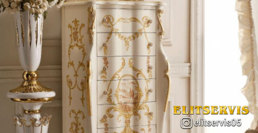 • 918/S Лампа-ангел с абажуром (L46) cm. 42 x 90 h. • 2050 Высокий комод (L46 con decori) cm. 70 x 45 x 146 h. • СТЕНОВЫЕ ПАНЕЛИ Стеновые панели обитые (белые - S34)