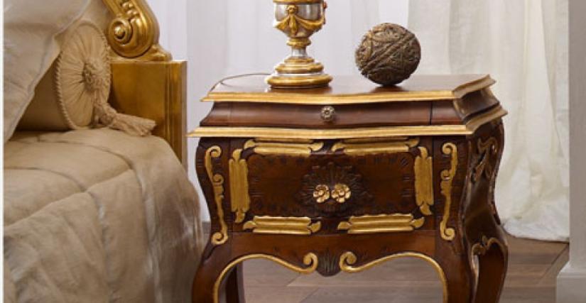• 296/C прикроватный столик (L14) cm. 55 x 30 x 66 h. • 925/P настольная лампа с абажуром (L05) cm. ø 25 x 40 h.