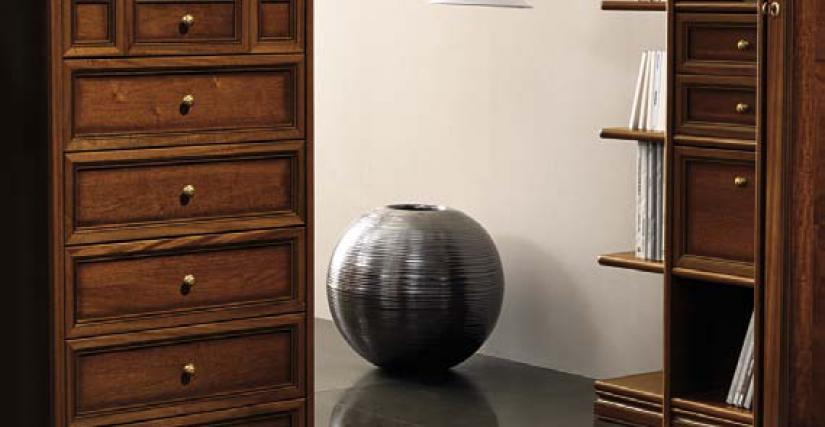 Высокий комод Размеры: Ш.70 Г.54 В.135