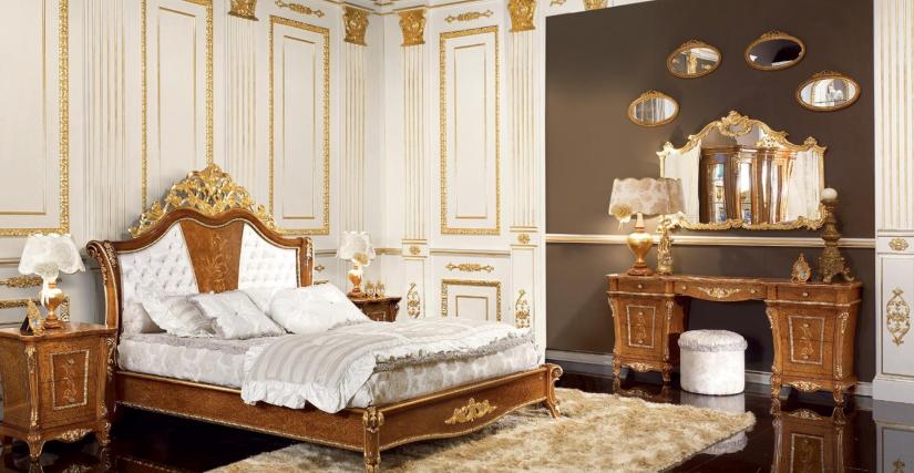 Кровать King Size с панелью, обитой тканью Арт. 802/T Размеры: Ш 215 Г 217 В 174,5 Кровать Super King Size с панелью, обитой тканью Арт. 812/T Размеры: Ш 235 Г 227 В 174,5 Туалетный столик Арт. 807 Размеры: Ш 190 Г 43,5 В 75/70 Зеркало для туалетного стол