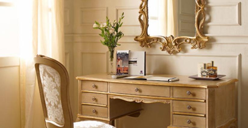 • 217/G письменный стол с 7-ю ящиками (L34) cm. 120 x 56 x 76 h. • 715 стул (L34 - S17) cm. 50 x 54 x 99 h. • 1070 зеркало (L34) cm. 68 x 104 h.