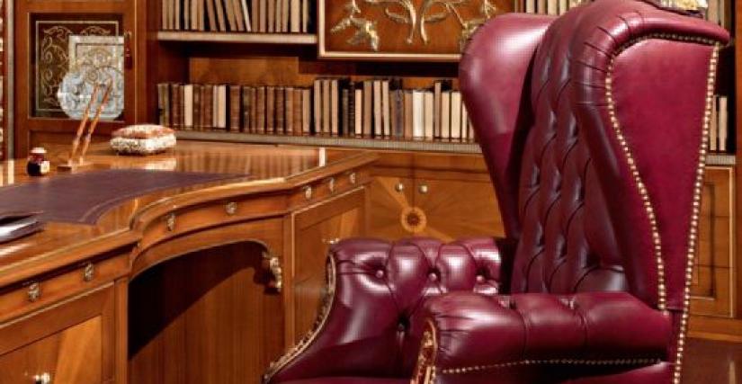 Большой книжный шкаф 435. Размеры: 428x46x260h cm. Письменный стол 440. Размеры: 217x90x83h cm. Кресло для гостей 445. Размеры: 54x64x98h cm. Кресло вращающееся 446. Размеры: 60x70x110h cm.