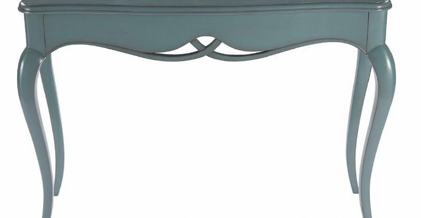 Консольный столик на высоких изогнутых ножках. Размеры, см: 86х118х41,5.