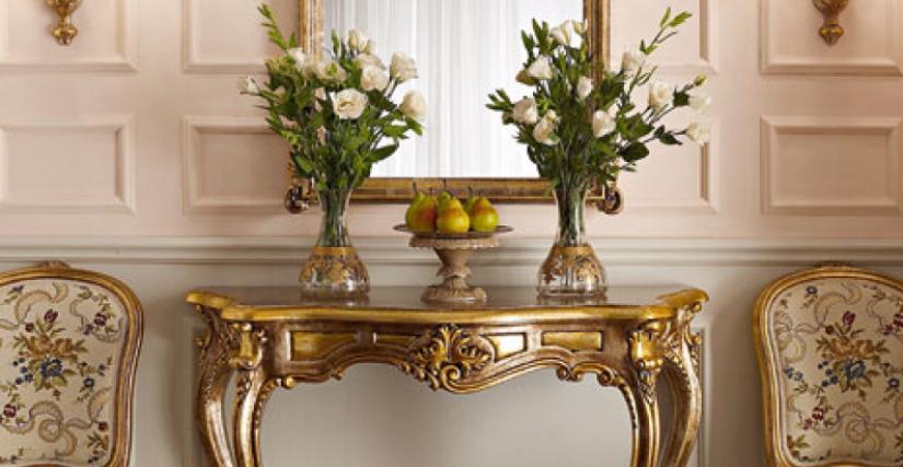 • 3009 консольный столик (L06) cm. 117 x 46 x 93 h. • 3009/S зеркало (L06) cm. 76 x 113 h. • 929/2 бра с абажуром-экраном (L05) cm. 40 x 47 h.