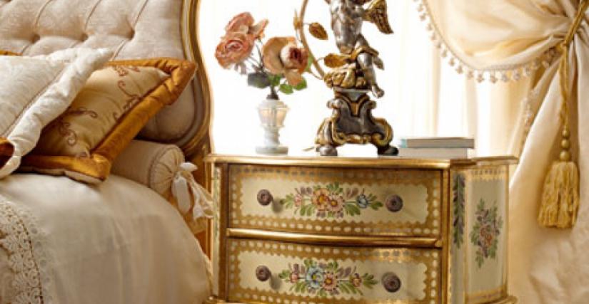 "208/G прикроватный столик (L02) cm. 60 x 30 x 60 h. • 919/D настольная лампа ""ангел"" с абажуром (L05) cm. 30 x 70 h."
