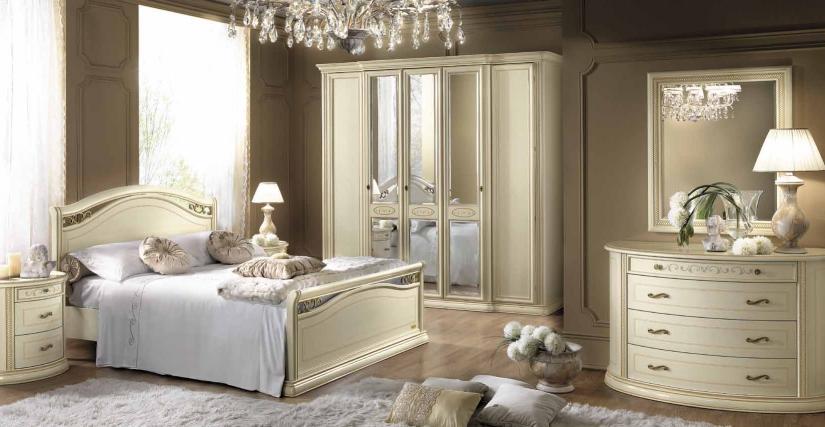 Комод Размеры: Ш.139 Г.62 В.88  Пятидверный шкаф Siena Avorio с 3 зеркалами Размеры: Ш.253 Г.70 В.240  Зеркало Размеры: Ш.88 Г.44 В.105