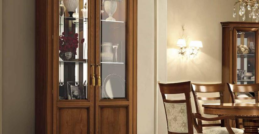 Двухдверная витрина (полки: дерево) Двухдверная витрина (полки: стекло) Размеры: Ш.112 Г.45 В.210