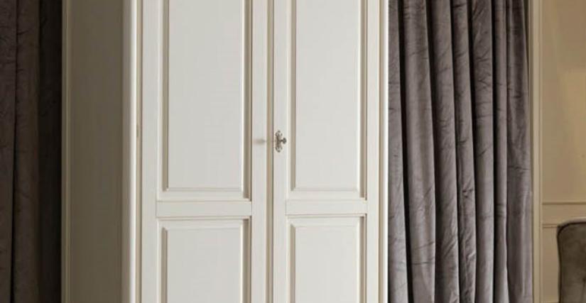Шкаф 2-х дверный Арт. 2242 BP Размеры: Ш 129 Г 61 В 226